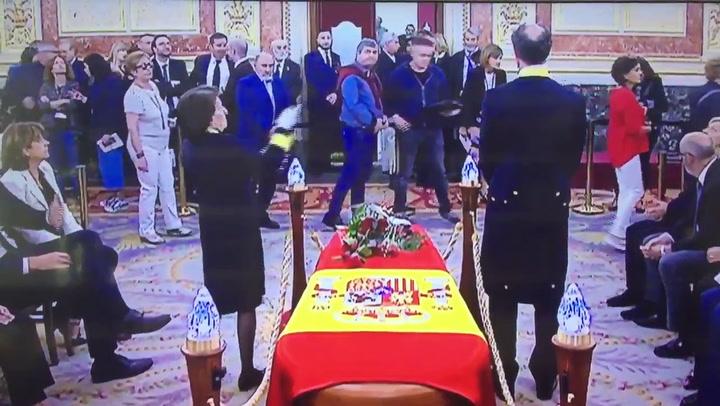 Intentan boicotear el funeral de Rubalcaba y Pedro Sánchez acaba interviniendo