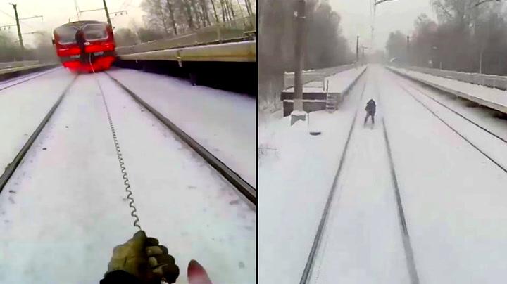 Russere med livsfarlig lek i togsporet