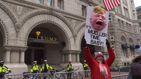 Mujeres se manifiestan por sus derechos y contra Trump