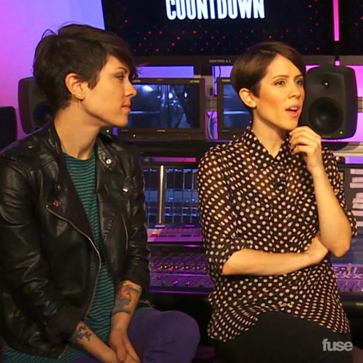 Tegan and Sara Want A Pet Giraffe