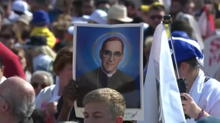 Papa proclamó santo al obispo salvadoreño Óscar Romero