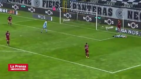 ¡Bajo el arco! El terrible fallo de Alberth Elis con el Boavista en la Liga de Portugal