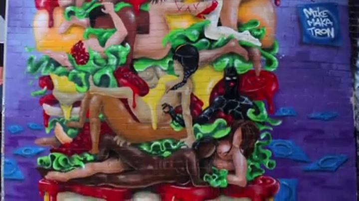 Erotische muurschildering met hamburger gecensureerd