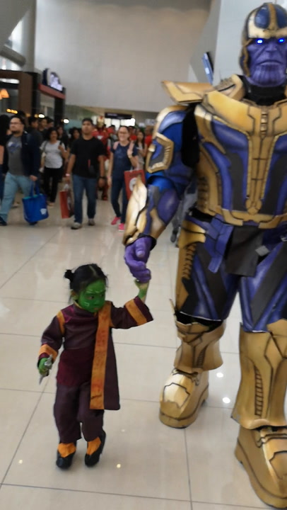 Father and Daughter Cosplay as Avengers' Thanos and Baby Gamora