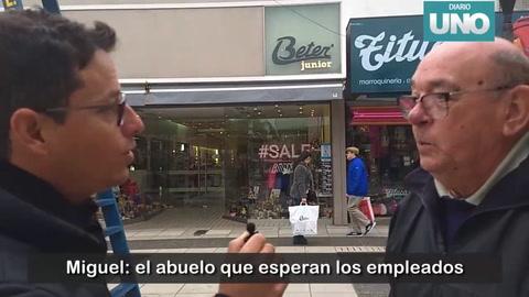 Miguel, el abuelo que vende facturas en la peatonal