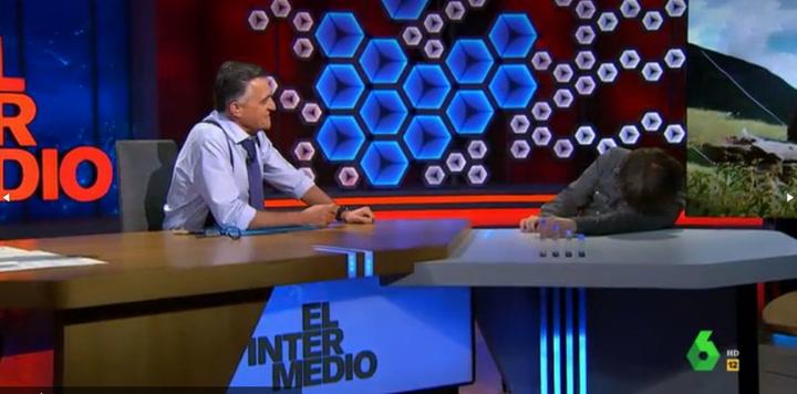 El periodista Jordi Évole sufre un ataque de cataplejíaen pleno 'El Intermedio'
