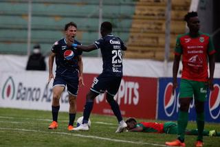 ¡Gonzalo Klusener pone a ganar a Motagua con gol de palomita!