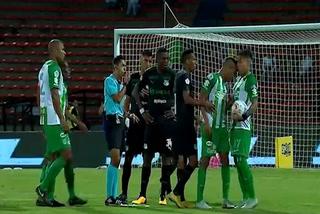 Expulsaron a un jugador del Atlético Nacional por agredir a su propio compañero