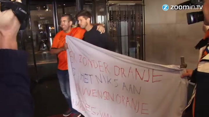 Video: Bazoer en El Ghazi komen aan in Noordwijk