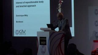 Endoprothèse fenêtrée repositionnable avec cathétérisme des artères viscérales par voie humérale : un nouveau concept