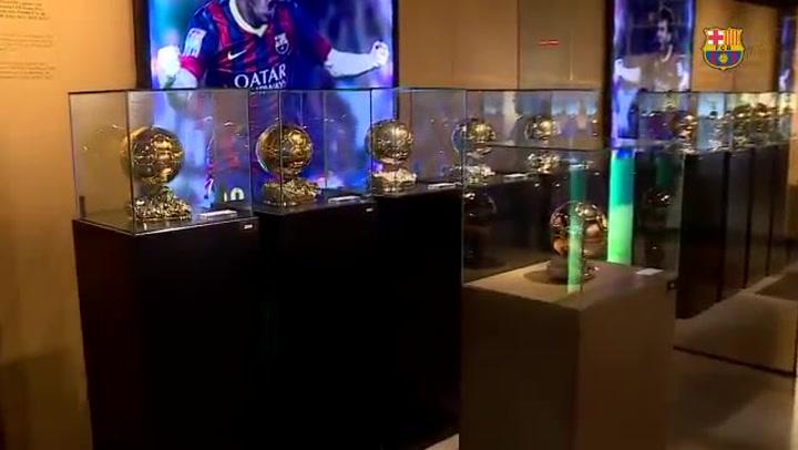 El sexto Balón de Oro de Leo Messi ya luce en las vitrinas del Museu del Barça