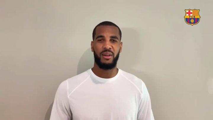 Brandon Davies amplia con el Barça hasta 2022
