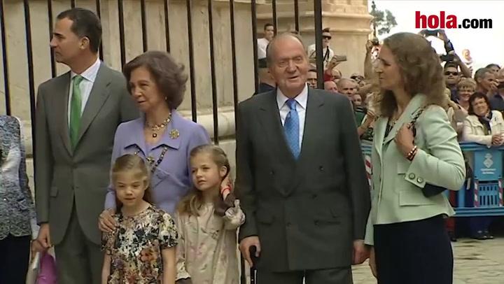 Los Reyes, los Príncipes de Asturias con sus hijas, Leonor y Sofía, y la infanta Elena asisten a la misa de Pascua