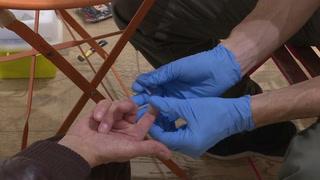 El número de muertes asociadas al sida baja un tercio desde 2010