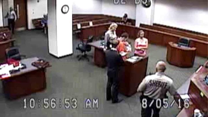 Rørende møte mellom straffedømt mann og nyfødt sønn