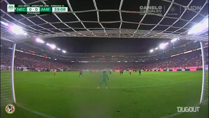 Guillermo Ochoa's left-hand saves vs Necaxa and Cruz Azul