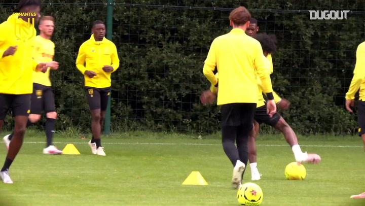 Nantes continua com preparação na França