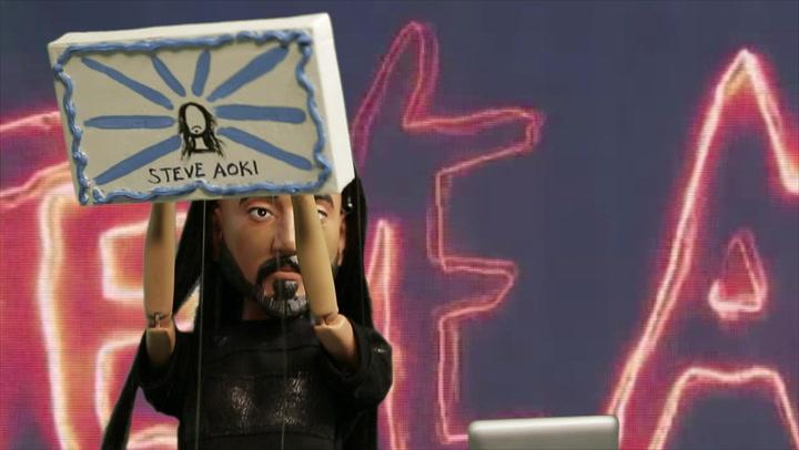 Steve Aoki Gets Robbed By A Crazed Fan