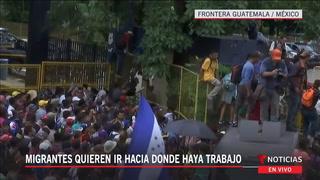 Migrantes logran romper cerca en la frontera y entran corriendo a México