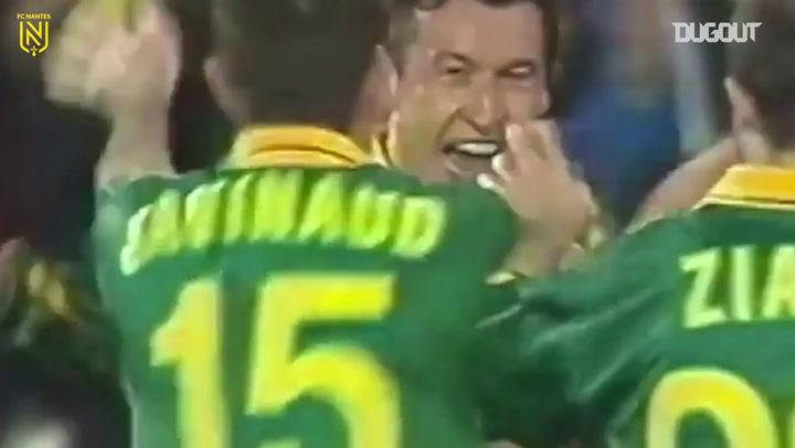 Nistelrooy marca, e United arranca empate com Nantes