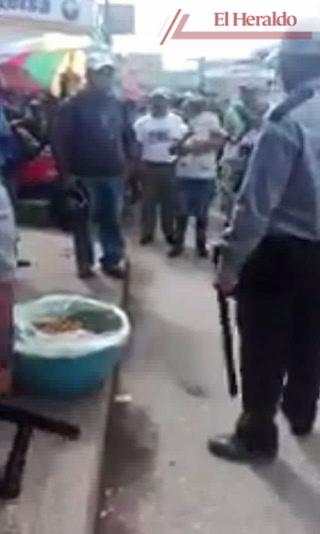 Policía Municipal decomisa una paila de nances a un señor