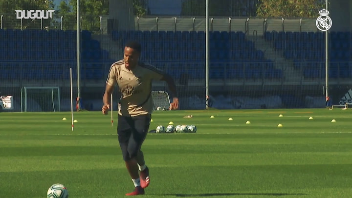 Real Madrid begin training in groups