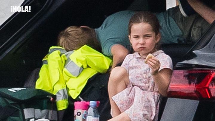 Fútbol, 'picnic' y siesta en el maletero, las delicias de los pequeños Cambridge en el polo