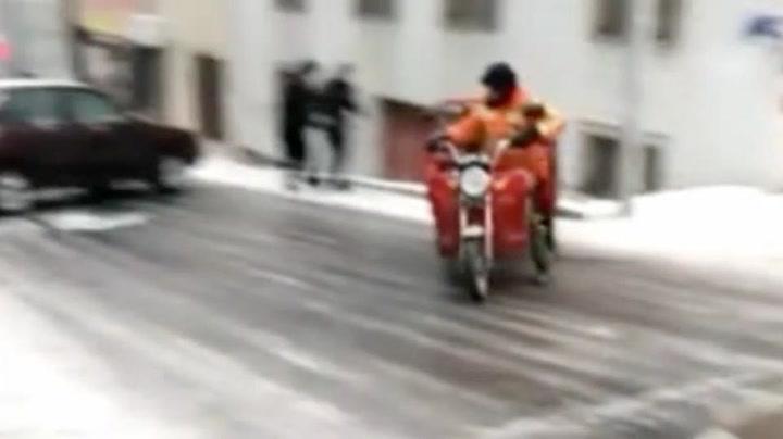 Motorsyklist fikk problemer på glattisen