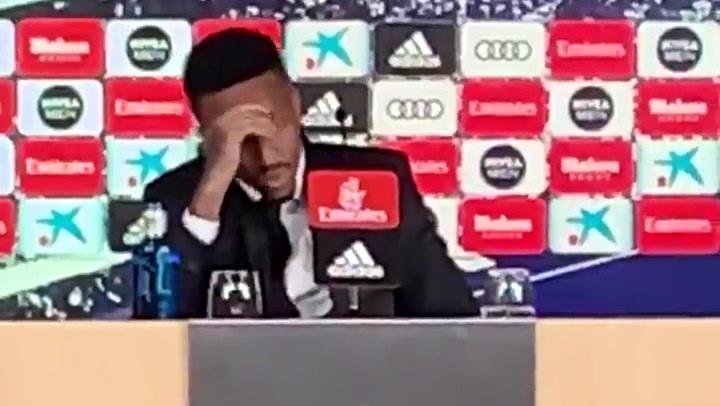 Militao se ha mareado en la rueda de prensa de su presentación con el Real Madrid