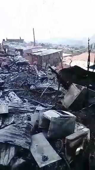 En la calle familias afectadas por incendio en la Dora de Asfura