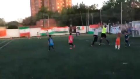 Agredieron ferozmente a un joven árbitro en una final infantil