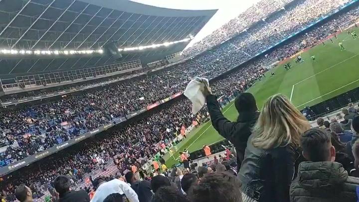 Pitos y gritos contra Bartomeu antes del partido en el Camp Nou
