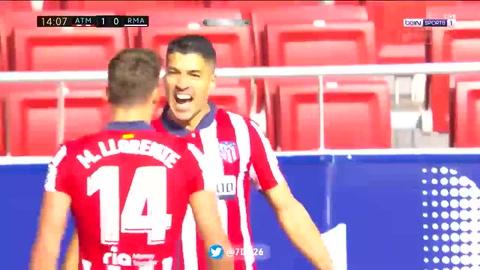 Luis Suárez anota el 1-0 del Atlético frente al Real Madrid