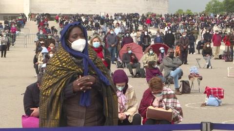 Los peregrinos de Fátima rezan para que termine la pandemia de covid-19