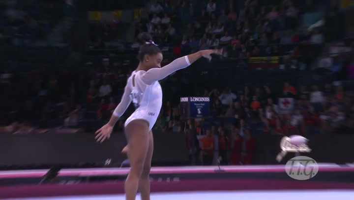 Sensacional actuación de Simone Biles, que logra su quinto oro seguido en el concurso completo del Mundial