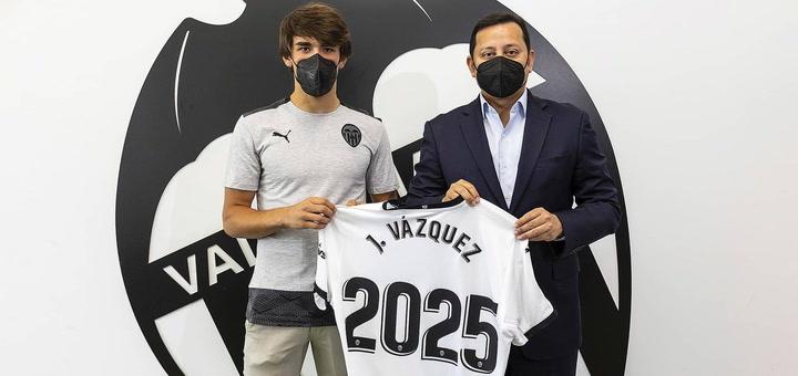 Jesús Vázquez renueva con el Valencia hasta 2025