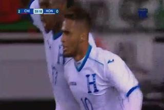 Alex López anota el 1 - 2 de Honduras sobre Chile