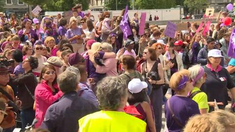 Huelga feminista en Suiza: mujeres reclaman igualdad salarial