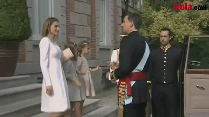 Los Reyes Felipe y Letizia con la Princesa de Asturias y la infanta Sofía pusieron rumbo al Congreso de los Diputados en dos coches