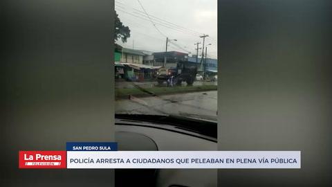 Policía arresta a ciudadanos que peleaban en plena vía pública