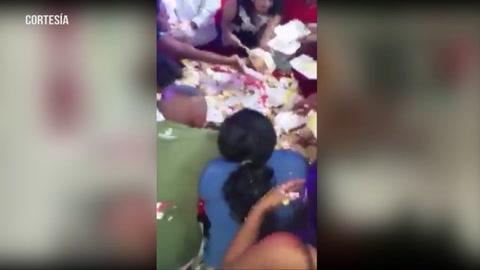 Alcalde de Choluteca, Quintín Soriano, le sirve pastel con las manos a los pobladores