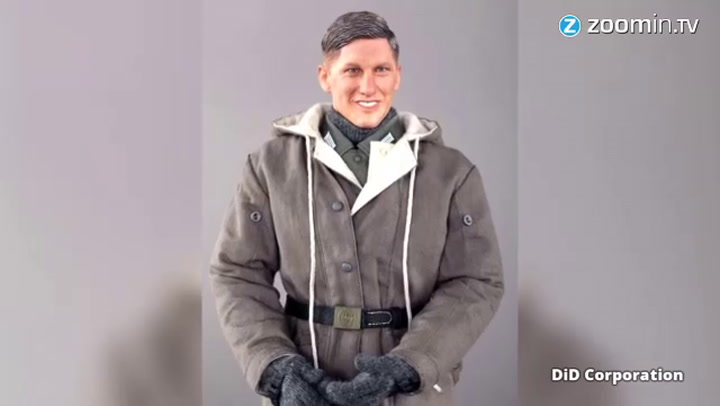 Video: Schweinsteiger boos om lookalike nazi-pop