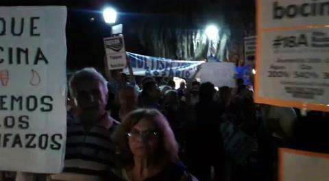 Tarifazos: el reclamo se frenó en Diputados pero se sintió en la calle