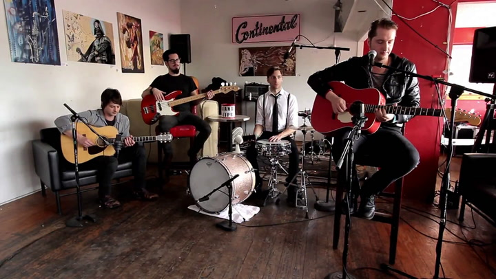 """Shows: Carson Daly: The Hounds Below Perform """"Chelsea's Calling"""""""