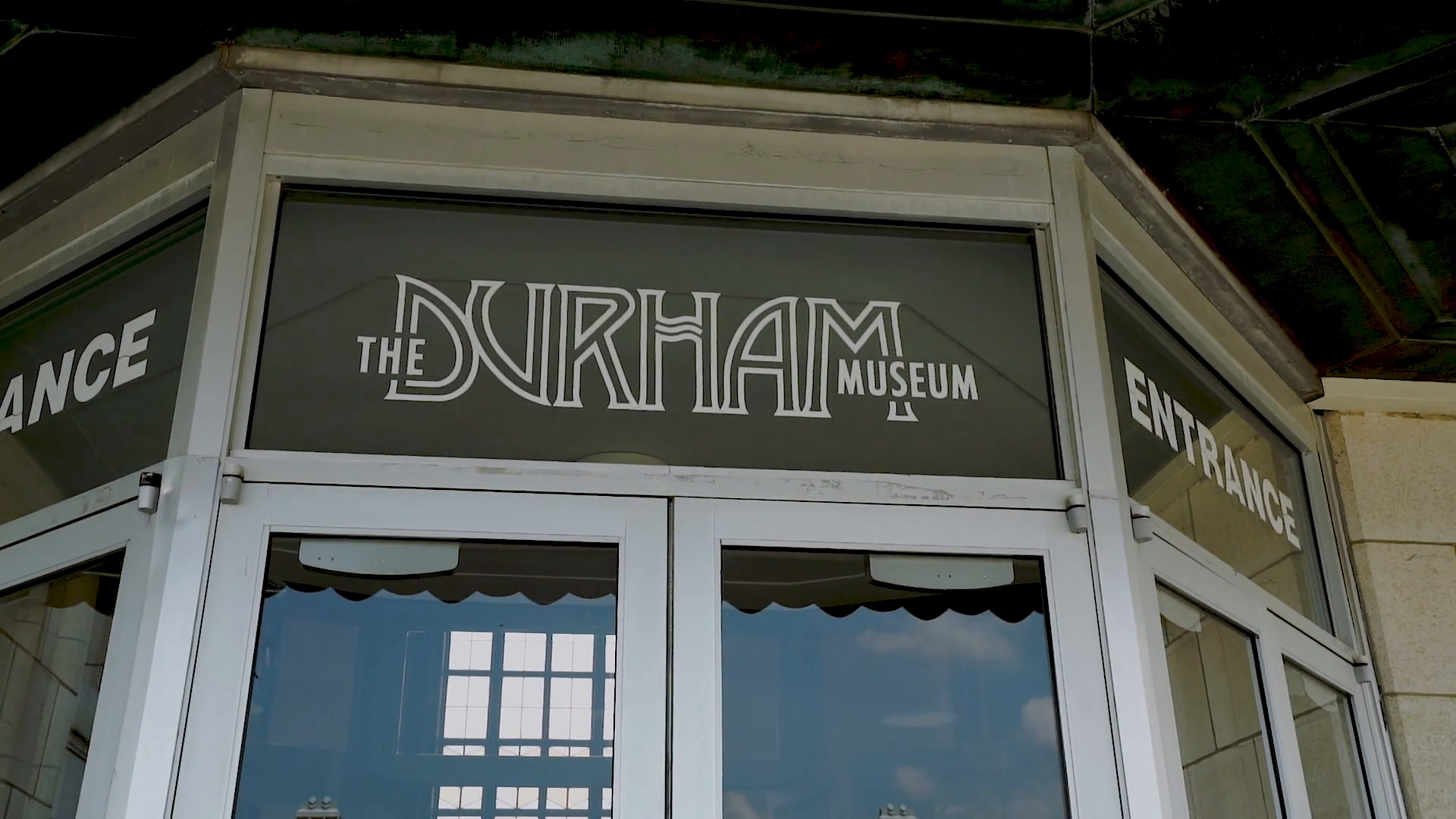 Lily + Tanner | Omaha, Nebraska | The Durham Museum