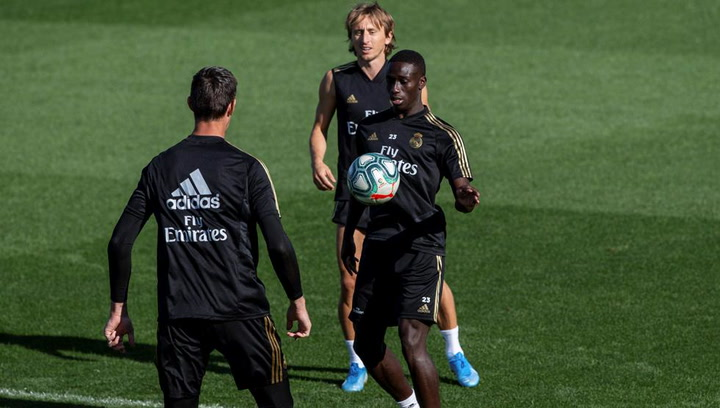 Mendy se estrena en una convocatoria del Real Madrid