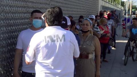 Migrantes varados en frontera México-EEUU, olvidados por Trump y AMLO