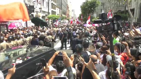 Alan García recibe una multitudinaria despedida final acompañado por sus fieles
