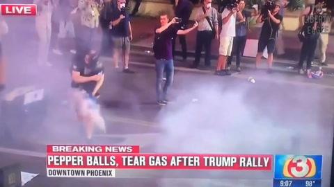 Se manifestaba en contra de Trump y recibió un tiro en los genitales