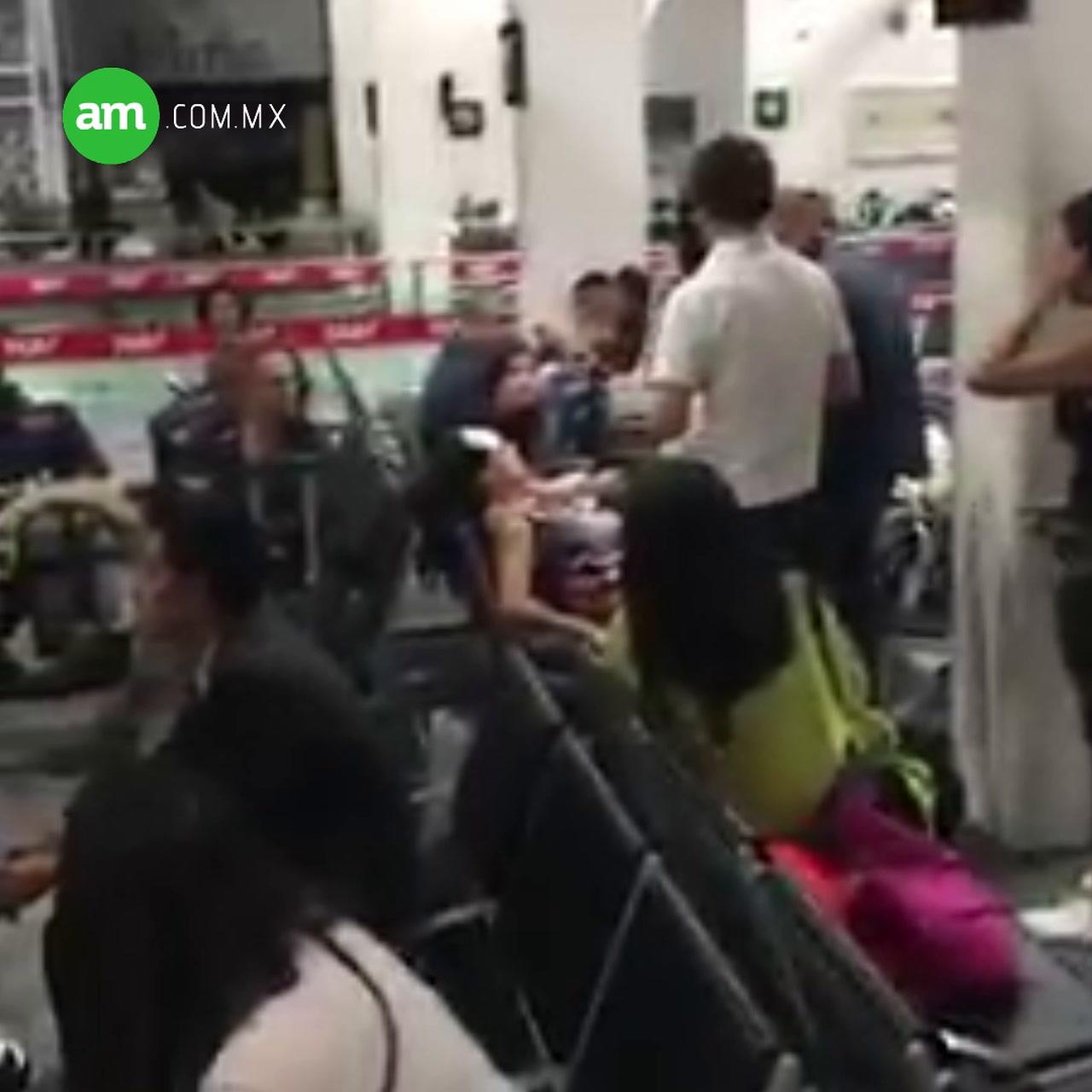 Video: Caos en Aeroméxico, dejan a usuarios enojados encerrados en avión